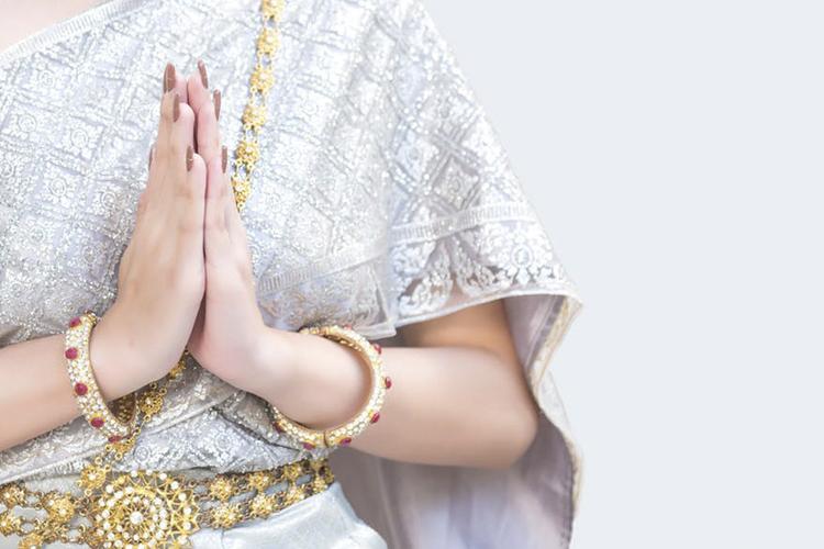 Be Fashion Ready This Karwa Chauth  Wearing the Solha Shringar