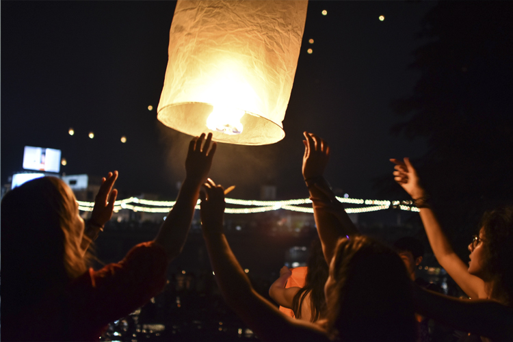Loy Krathong: Float A Lantern and Make a Wish In 2019 At This Enchanting Thai Light Festival!